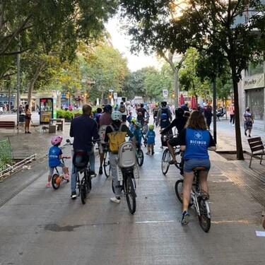 El Bicibús, una innovadora y curiosa iniciativa de transporte para que los niños de Barcelona vayan al cole en bicicleta