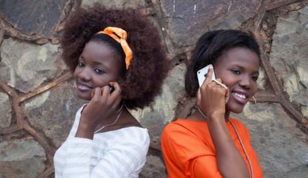 Mujeres con móviles