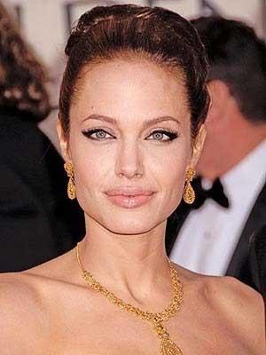 Angelina Jolie como Coco Chanel