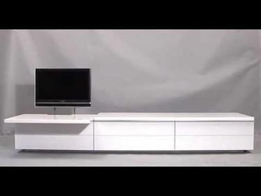 Mueble para el televisor con un mecanismo que lo oculta