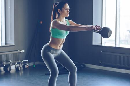 Entrena todo tu cuerpo con una kettlebell y cuatro ejercicios