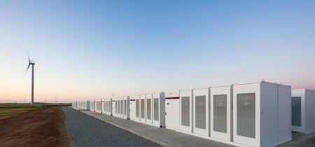 Elon Musk completa el sistema de baterías Tesla más grande del mundo: tiene 100 megavatios y está en Australia