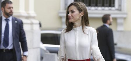 Doña Letizia apuesta una vez más por el rojo y blanco como tonos ganadores