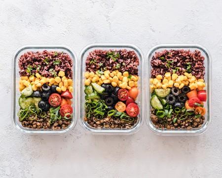 Comer sano fuera de casa es más fácil que nunca (todo gracias a la llegada de fiambreras térmicas)