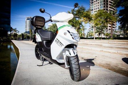 Moto eléctrica blanco