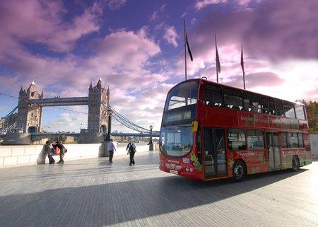 Londres presenta la nueva generación de su famoso autobús