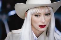 El impresionante look de Tilda Swinton en 'Los límites del control'