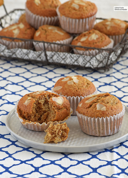bizcochitos o muffins integrales de almendra y nata