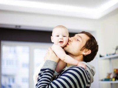 Los niños adoptados por parejas homosexuales se desarrollan con la misma normalidad que los de padres heterosexuales