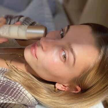 Ya hemos probado la crema, serum y contorno de ojos de bareMinerals con las que Hailey Bieber cuida e hidrata su piel al máximo