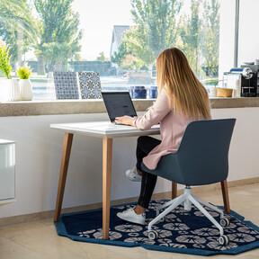 Mediterráneo, nórdico, natural o industrial, ¿qué estilo decorativo prefieres para tu oficina en casa?