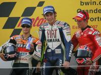 Rossi se impone en un duelo para la historia