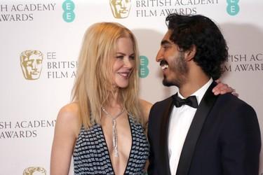 Los BAFTA 2017 nos demuestran que los escotes demodé vuelven a estar de moda