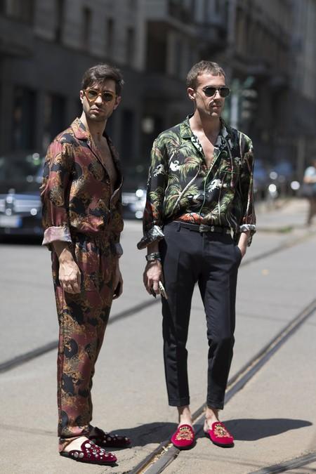 Si buscas un look colorido de primavera, las camisas estampadas son la solución