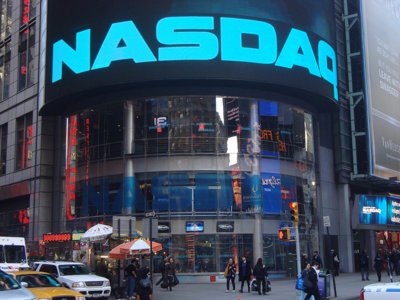 Quien pretendía desafiar a Wall Street y su 'modelo' sufre la primera embestida