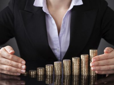 Las mujeres cobran menos salario pero, ¿cuánto menos?
