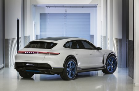 Porsche Mission E Cross Turismo, la versión campera para aventurarte fuera del asfalto