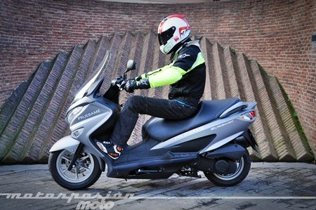 Suzuki Burgman 125 2014, prueba (conducción en ciudad y carretera)