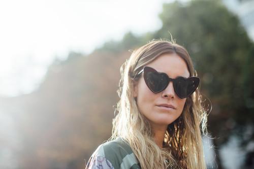Gafas de sol en forma de corazón: de la broma al lujo en un abrir y cerrar de ojos