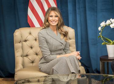 Melania Trump vuelve a hacerlo, convierte un dos piezas de Dior en la elección más estilosa del momento