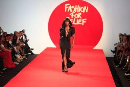 Celebrities y modelos desfilan en el Festival de Cannes 2011 con propósito solidario