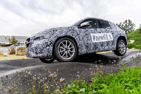 El Mercedes-Benz GLA 2020 se deja ver camuflado a pocos días de su presentación