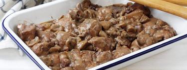 Pollo con tocino entreverado y salsa de vino, una receta de toma pan y moja