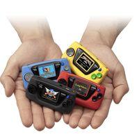 """Sega presenta la Micro Game Gear por su 60 aniversario: una versión tan """"mini"""" que viene con una lente magnificadora por accesorio"""