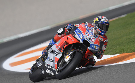 Andrea Dovizioso vence al diluvio de Valencia en un atípico podio de MotoGP con Suzuki y KTM