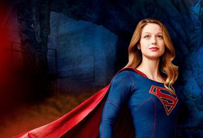 ¿Es un pájaro? ¿Es un avión? ¿¿Es una mujer?? ¡¿Es una comedia?! ¡Es Supergirl!