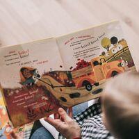 Contar cuentos también cura: la ciencia detrás de leer historias a los niños cuando están enfermos