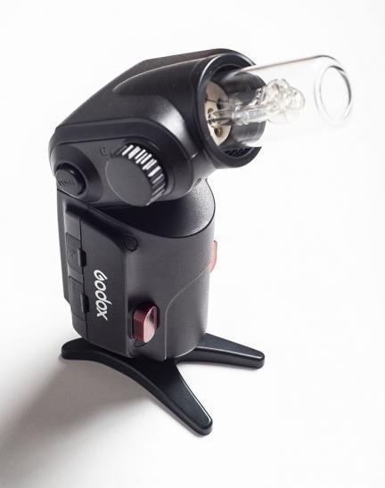 Godox Wistro 180: Un flash portátil que propone una solución poco habitual