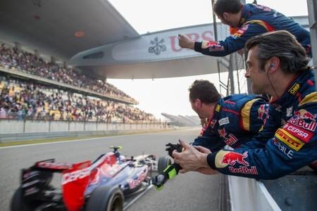 Daniel Ricciardo suma sus primeros puntos y muestra su calidad