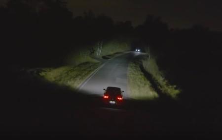 Valeo comercializará en 2022 un sistema de iluminación LED inteligente capaz de comunicarse con la carretera