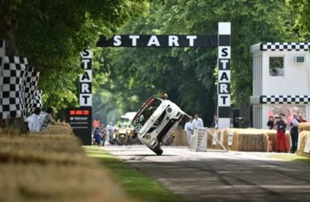 ¿Que el Nissan Juke RS Nismo es poco estable? Míralo batiendo el récord a dos ruedas en Goodwood
