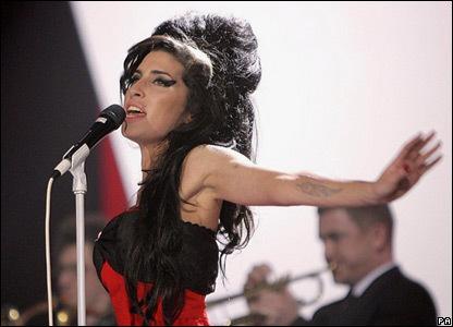 Acierta cuando va a morir Amy Winehouse y gana un iPod Touch