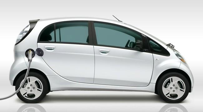 Mitsubishi i-MiEV blanco lateral 10