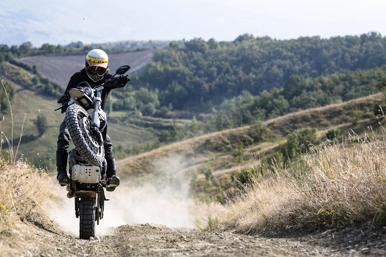 Foto de Ducati Scrambler Desert Sled 2019 (21/22)