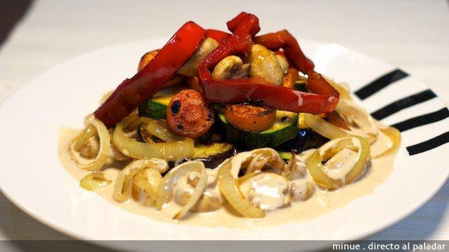 Verduras salteadas con salsa de pimienta