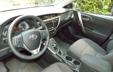 Interior Toyota Auris Touring Sport Hibrido