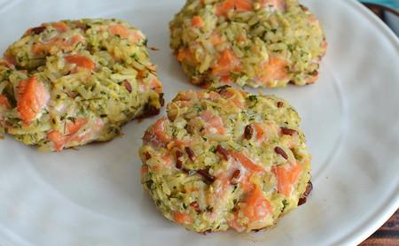 Tortitas de salmón y arroz integral. Receta saludable