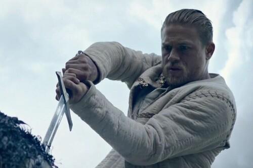 'Rey Arturo: La leyenda de Excalibur', un espectáculo de Guy Ritchie sin más pretensión que la de pasar un buen rato