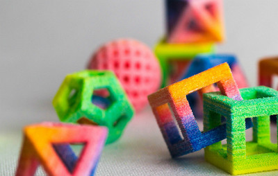 Originales figuras geométricas de azúcar creadas con impresoras 3D de comida