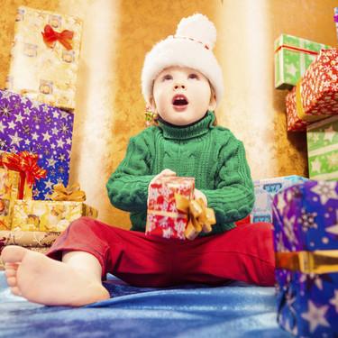 Nueve consejos para abrir los regalos de Reyes sin riesgos y que nada estropee un día mágico en familia