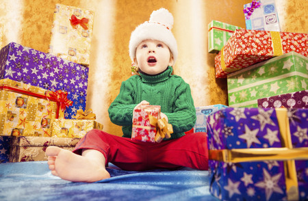 Nueve claves para abrir los regalos de Reyes sin riesgos y que nada estropee un día mágico en familia