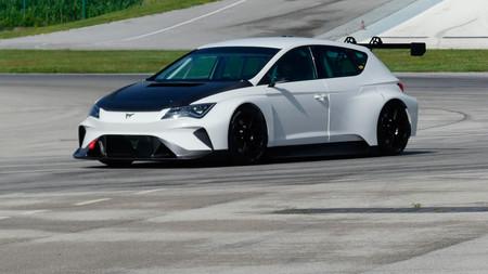 Vídeo: el CUPRA e-Racer rueda por primera vez en circuito