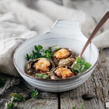 Champiñones rellenos con picadillo y queso azul: receta para darse un homenaje y olvidarse de la dieta