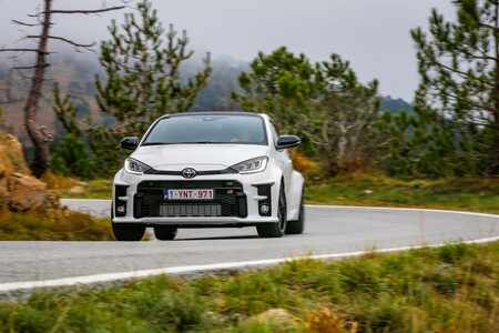 Toyota GRr Yaris en carretera