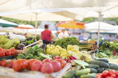 Los mercados y las tiendas tradicionales influyen en una alimentación más sana