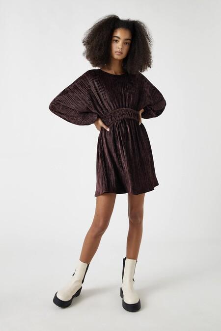 como llevar un vestido de terciopelo